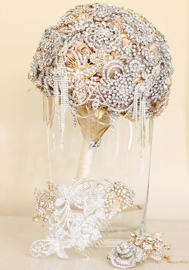 Classic grand bridal bouquet gold r3000